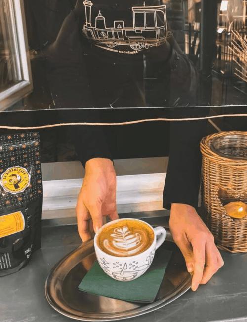 Nejlepší tipy na (café) výlety v okolí Prahy, které si vychutnáte i v této době