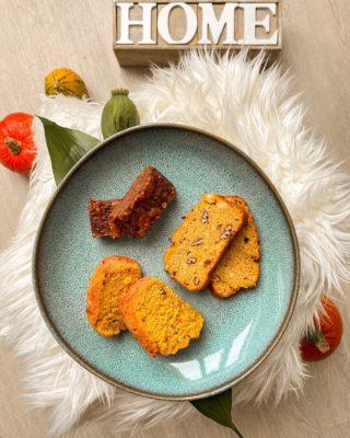 Moje oblíbený 3 recepty na sladký dobroty z dýně. 🧡 To bych nebyla já, kdybych se nepokusila alespoň o částečně zdravé varianty.☺️  👉🏼 Recept na dýňovou bábovku najdete na mém blogu (odkaz v profilu) @diankaella ☺️ 👉🏼 Recept na dýňové brownie je z blogu @andreamokrejsova 🍫 👉🏼 Recept na dýňový chlebíček z mandlové a kokosové mouky je z blogu @pg_foodies 🍂  Základem receptů je dýňový pyré. Jak na něj snadno najdete u receptu na mou bábovku.☺️  Jaké jsou vaše oblíbené recepty z dýně? Máte nějaké další tipy? A ozkoušené recepty? Tímhle to u mě určitě nekončí.🙈  . . . #recept#recepty#fitrecepty#dyne#pumpkin#pumpkinseason#receptzdyne#dynoverecepty#podzim#podzim2020#czechblog#czechblog#foodblog#foodblogger#czechgirl#dobrotyodA#pgfoodies#varimeslaskou#pecenijeradost#zdraverecepty#snidanejezaklad#peceni#zdravepeceni#dnesjem#dnessnidam#dynovababovka#dynovychlebicek#brownie#bloggersre