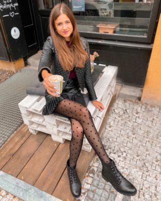 Něco zažít a podniknout se dá i v téhle době... ☺️ Moje nejoblíbenější tipy na (café) výlety v okolí Prahy, které si vychutnáte i teď najdete na blogu.🌲☕️🏡  Poznejte městečka, parky, lesy v okolí Prahy a podpořte výdejní okénka těch nejlepších podniků! 🙂  🔗 Odkaz na článek u mě v profilu nebo rovnou na Dianaella.com  Tak schválně, jaká místa (a podniky) jste znali?  . . . #coffeetime#vylet#cestolidi#cestovani#vyletyuprahy#tipnavylet#czechgirl#czgirl#praguegirl#kava#uzasnamista#dnescestujem#cestujemeczsk#vyletypocesku#kamnavylet#vyletujeme#priroda#kavarny#kavarna#happygirl#brunettegirl#fashiongirl#dnesnosim#calzedonia#czechblog#czechblogger