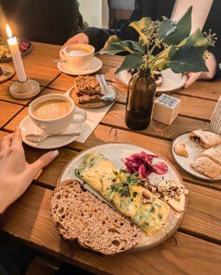 Kde jinde zahájit novou Etapu našeho social media týmu než v @etapa_pgfoodies 🌟  ___ Do jakého podniku jste jako první vyrazili na snídani vy? ☕️ 😊 . . . #etapa#coffeelover#agencygirls#holkyzevisions#snidane#ranodeladen#snidanesampionu#dnessnidam#dnesjem#breakfasttime#breakfastlover#coffeetime#kavarna#praguecafe#coffeelover#czechblog#czechbloggee#czechgirl#czgirls#czechgirls#omeleta#slanasnidane#ranajky#brunchtime#socialnisite#pgfoodie#etapapgfoodies
