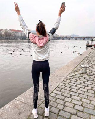 First run 🏃🏽♀️ z Vinohrad na Náplavku a zase zpět. Velká radost uvnitř, která prozářila šedý den. 🤍🙏  Co udělalo radost v posledních dnech vám? 🤗 . . . #kdyznemuzespridej#runawaybaby#naplavka#firstrun#czechgirl#czgirl#praha#praguegirl#cestolidi#rozbehnito#behani#czechrunner#czechfitness#czechfitnessgirl#minveciviczazitku#beh#happygirl#czgirl#praguetoday#visitcz#visitprague#brunettegirl#longlegs#tallgirl#tallwomen#tallwoman#sportemkuzdravi#nikewomen#inspirace#motivace