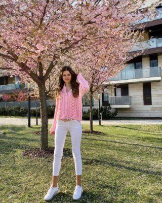 Vše, co si přejeme, se nám nakonec splní. Jen to bude většinou úplně v jiném čase a jiným způsobem, než bychom čekali...  Je to klišé, ale je to pravda... Už se vám to také stalo?  Nepřestávejte si přát a snít. Sny nás totiž ženou kupředu. 🤍 . . . #czechgirl#praguegirl#kveten#springphotography#prvnimaj#laskycas#pinkgirl#happygirl#inspirace#motivace#fashiongirl#prague#visitprague#jenruzovatomuzebyt#tresne#rozkvetlestromy#cherryblossom#cherryblossoms#czgirl#czechblog#dnesnosim#czechblogger#cestolidi#fashiongirl#holkyzmarketingu#tallgirl#brunettegirl#jaro#praha