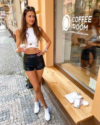 My relationship status: It's caffeinated 😀☕️👫  Kolik kafí denně vypijete? Já snažím nepřekračovat 2 denně. 🙌🏻 . . . #czechgirl#praguegirl#vinohrady#praha#coffeeroom#praguetoday#czgirl#visitprague#happygirl#inspirace#motivace#citaty#dnesnosim#fashiongirl#brunettegirl#longlegsgirl#tallwomen#longlegs#czechblog#czechblogger#kavarny#praguecafe#inspirujeme#minveciviczazitku#kavarna#coffeelover#dnessnidam#coffeetime